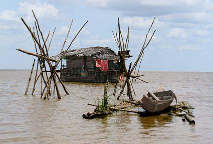 environmental-consulting-and-environmental-research-field-laos-shack-fishing
