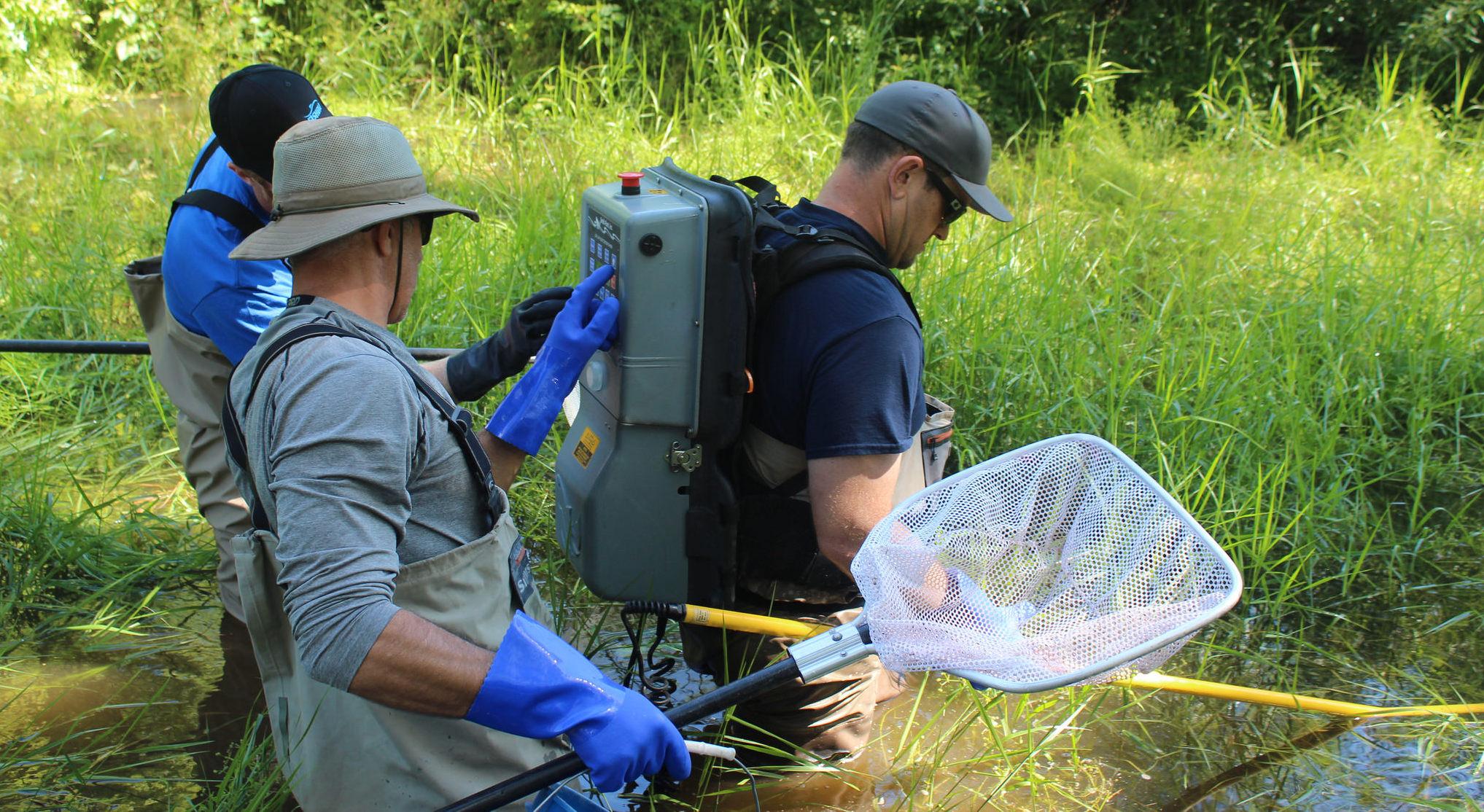 Backpack electrofishing unit