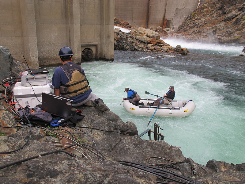 Deploying HTI Acoustic Hydrophone Receivers