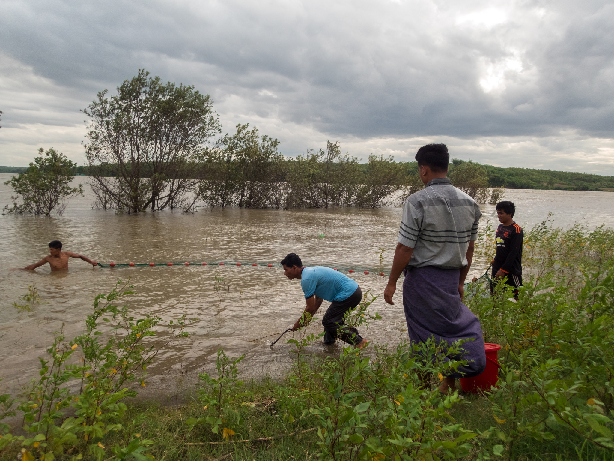 Fish survey on the Ayeyarwady River