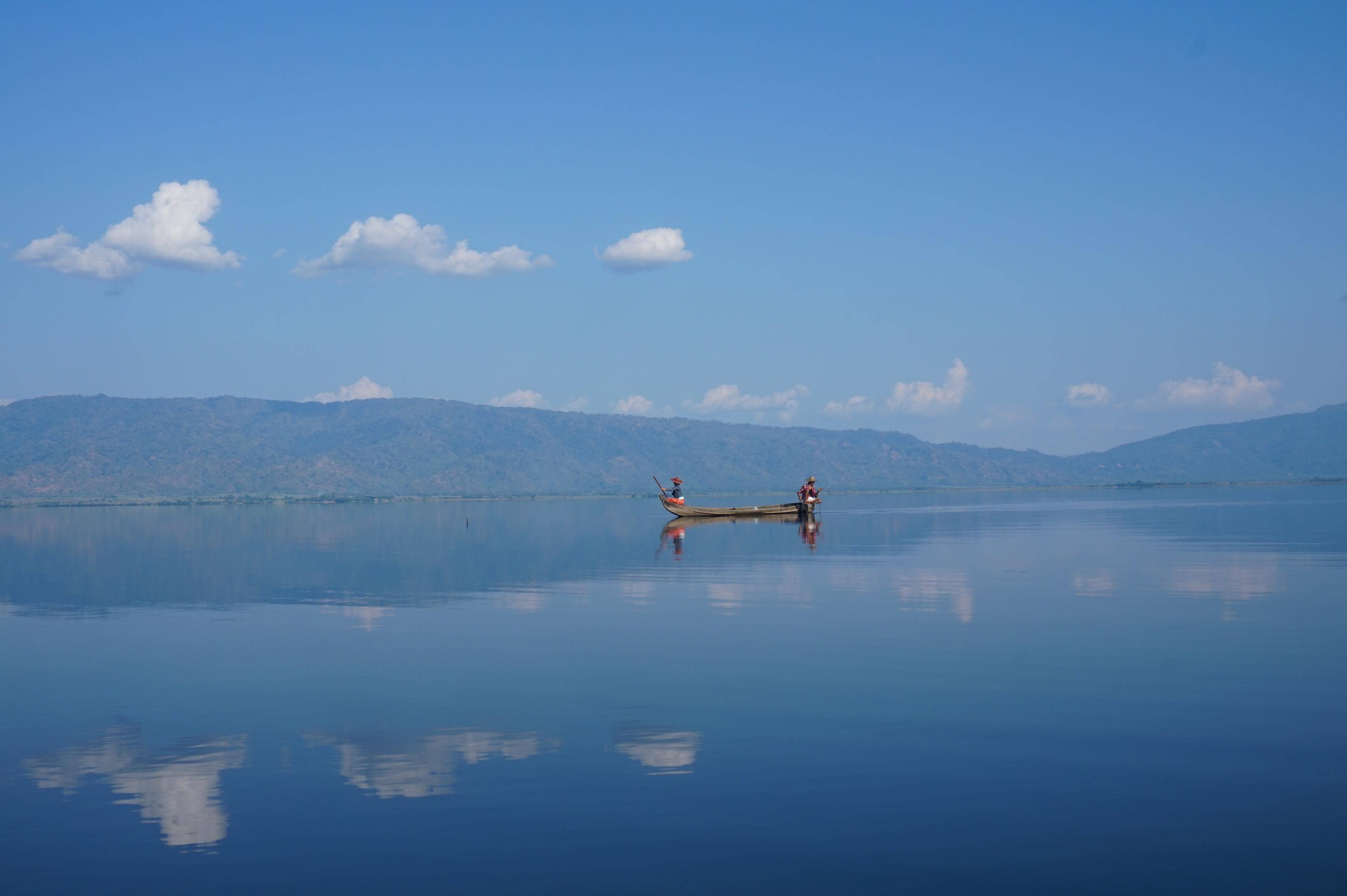 Fisherwomen on the lake