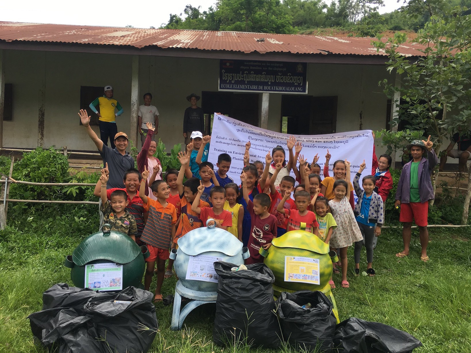 Houaykhoualouang Primary School Cleanup
