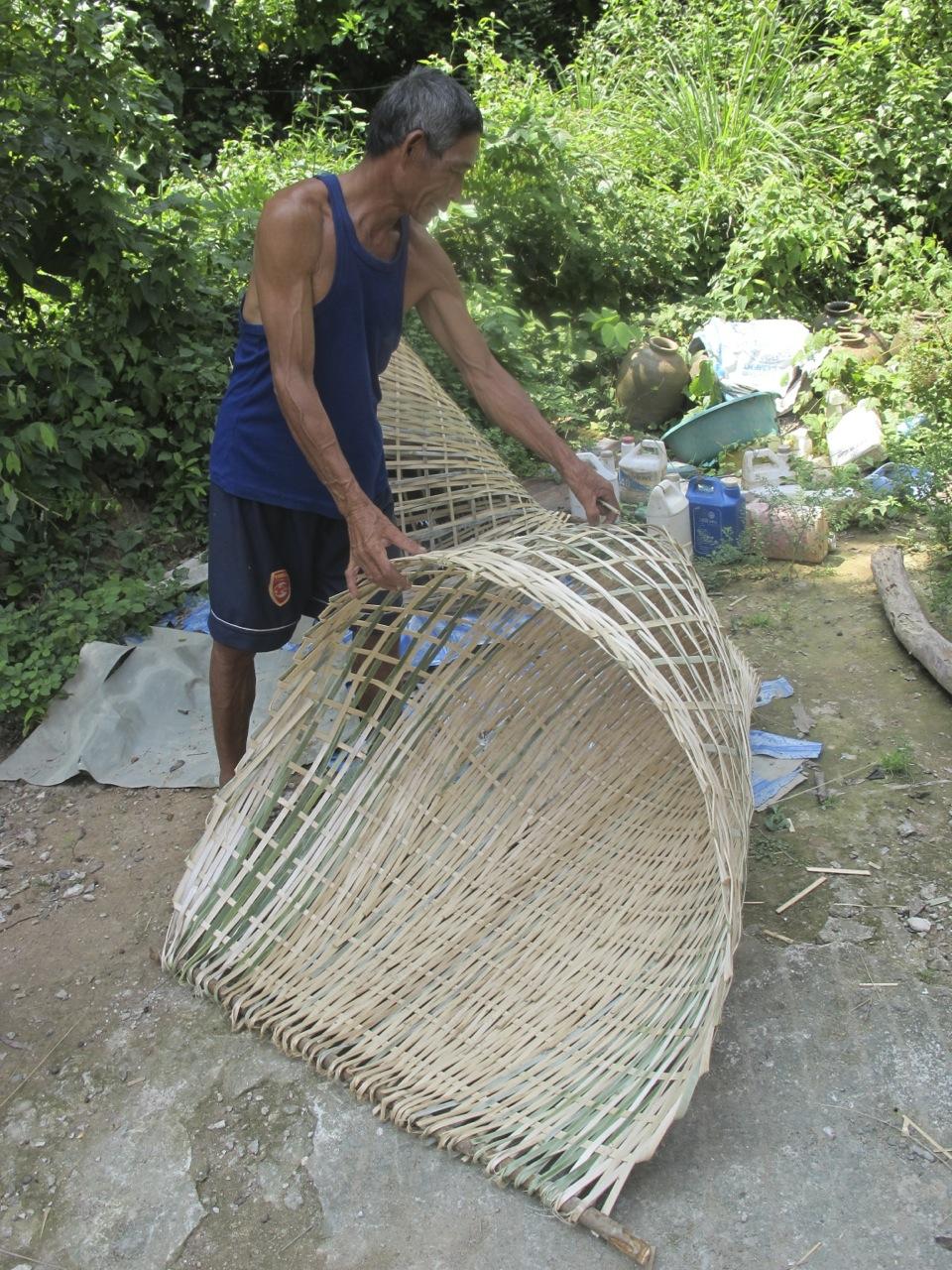 A brush bundle trap