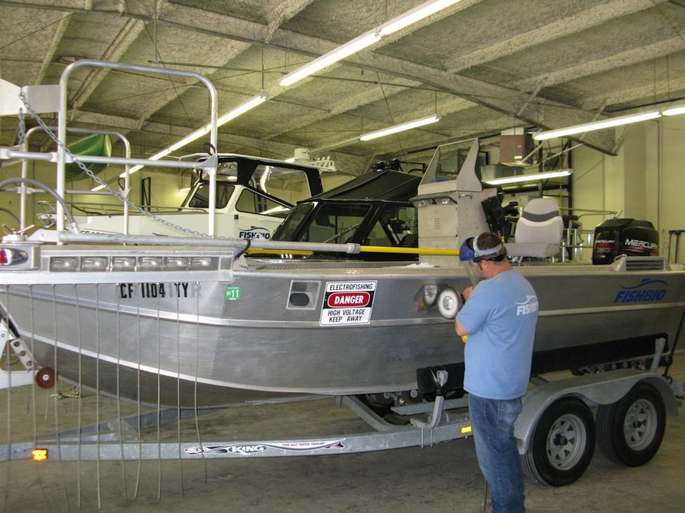 polishing-electrofishing-boat