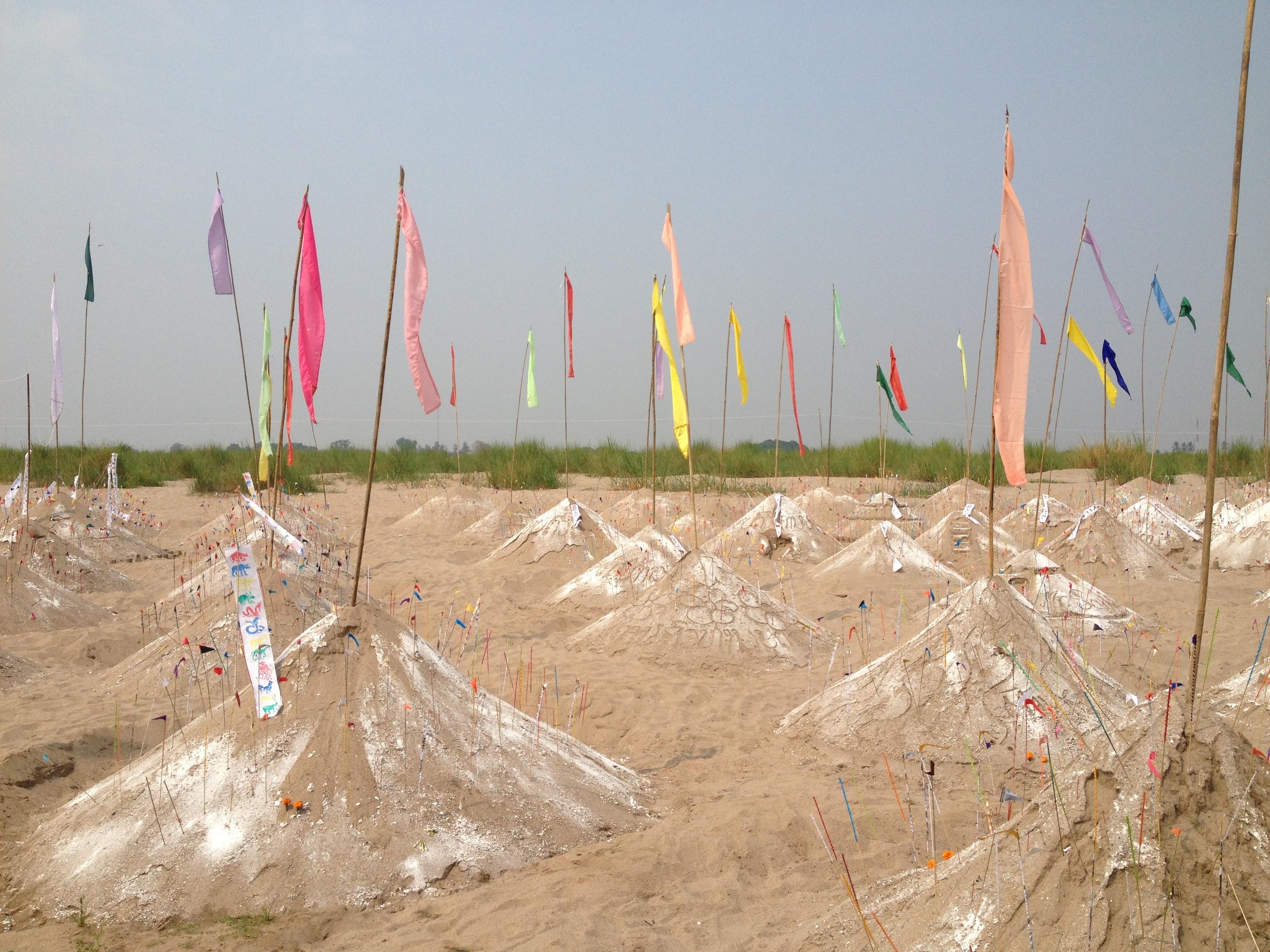 Sand stupas