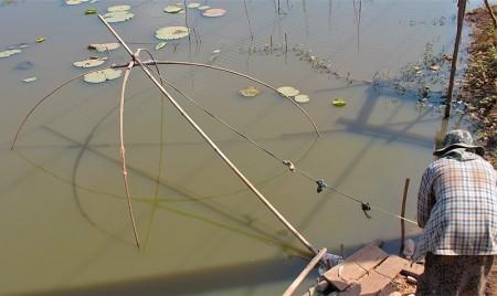 Lift net underwater